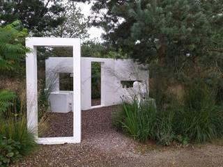 Modern garden by Carla Wilhelm Modern