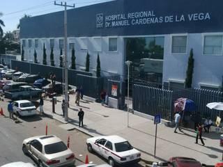 PERSIANAS EUROPEAS (Rolling Shuters)  Hospital Regional Dr. Manuel Cardenas de la Vega: Hospitales de estilo  por HLA181026V73