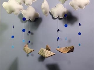 Mobile nuages et petits bateaux:  de style  par Mahault, illustrations et créations