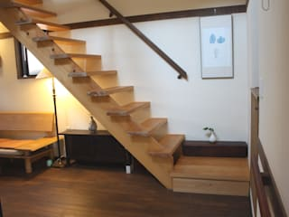 Asian corridor, hallway & stairs by 竹内村上ATELIER Asian