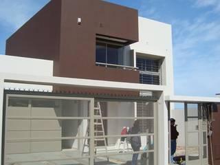 Minimalist houses by Brarda Roda Arquitectos Minimalist