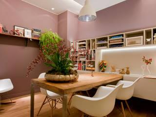 ESCRITÓRIO 70M²: Espaços comerciais  por Elisa Vasconcelos Arquitetura  Interiores,Moderno
