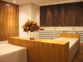 LOJA 100M²: Lojas e imóveis comerciais  por Elisa Vasconcelos Arquitetura  Interiores,Moderno