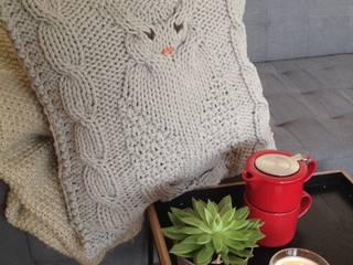 Poduszka dziergana SOWA: styl , w kategorii Salon zaprojektowany przez KNITTING FACTORY