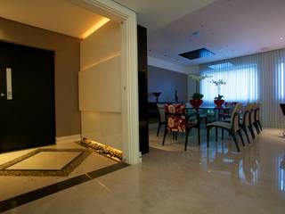 Pasillos, vestíbulos y escaleras modernos de Patrícia Azoni Arquitetura + Arte & Design Moderno