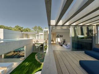 Minimalist balcony, veranda & terrace by guedes cruz arquitectos Minimalist
