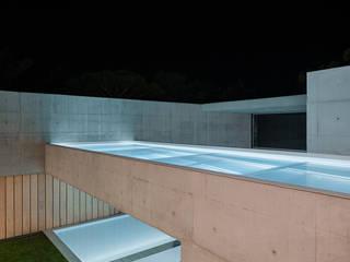 Piscinas de estilo minimalista de guedes cruz arquitectos Minimalista