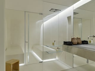 Bagno minimalista di guedes cruz arquitectos Minimalista