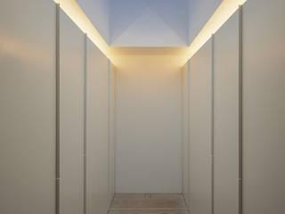 Vestidores minimalistas de guedes cruz arquitectos Minimalista