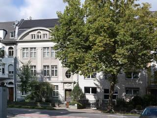 Sanierung eines denkmalgeschützten Gründerzeithauses Klassische Häuser von Architekturbüro Schumacher Klassisch