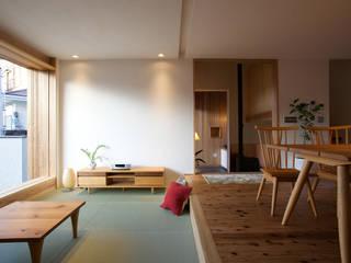 毛見の家: 辻健二郎建築設計事務所が手掛けたリビングです。,和風