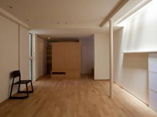 ห้องนั่งเล่น โดย 辻健二郎建築設計事務所, โมเดิร์น
