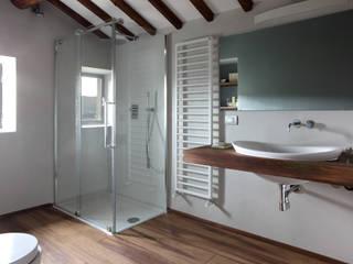 CASA A CAMPIROLI Officine Liquide Baños de estilo moderno