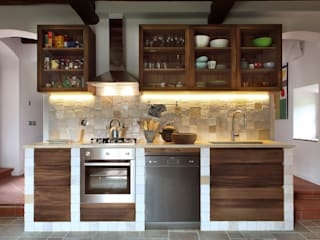 CASA A CAMPIROLI Officine Liquide Kitchen