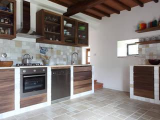 CASA A CAMPIROLI Modern kitchen by Officine Liquide Modern