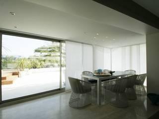 Nizza - Abitazione privata: Sala da pranzo in stile  di Antonio Locati - Studio di Architettura
