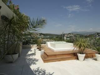 Nizza - Abitazione privata: Terrazza in stile  di Antonio Locati - Studio di Architettura