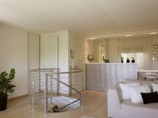 Abitazione privata - Busto Arsizio: Ingresso & Corridoio in stile  di Antonio Locati - Studio di Architettura