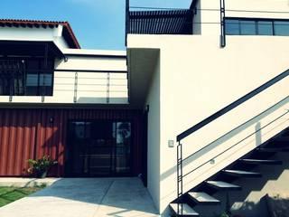 casa MAREA:  de estilo industrial por ECOVERT domusé verde, Industrial