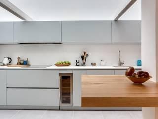 cuisine « atelier d'artiste » Cuisine minimaliste par Roberta Becherucci Cuisines et Décoration Minimaliste