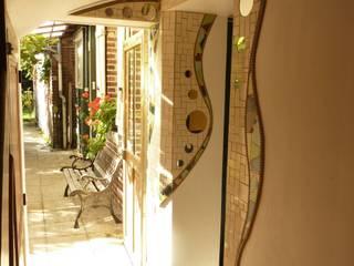 Mise en valeurs de l'architecture d'une entrée: Couloir et hall d'entrée de style  par Zam-création