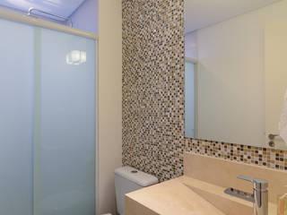 Baños de estilo moderno por RAFAEL SARDINHA ARQUITETURA E INTERIORES
