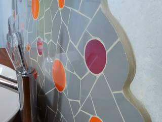 Crédence de Salle de bain - motif bulles: Salle de bains de style  par Zam-création