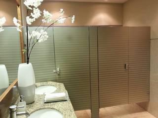 Baños, varios: Baños de estilo  por Liferoom