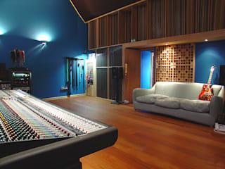 Recording Studio:  Commercial Spaces by Trewin Design Architects