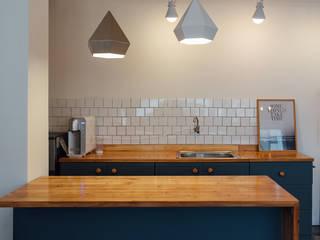 Cocinas de estilo escandinavo de 바라다봄 스튜디오 Escandinavo