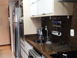 Cozinha Pequena Planejada: Cozinhas  por DecaZa Design,Moderno MDF