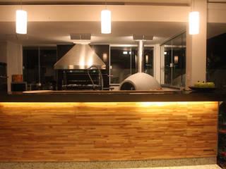 Res. Aguá Cristal 23: Salas de estar  por L+A Arquitetura de iluminação