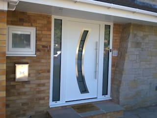 Hormann sectional garage door with matching Hormann front entrance door de ABi Garage Doors Ltd Moderno