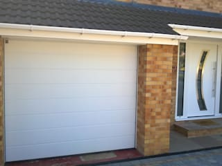 Hormann sectional garage door with matching Hormann front entrance door par ABi Garage Doors Ltd Moderne