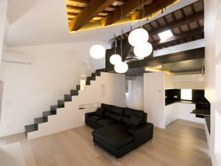Skinless Top Loft: Soggiorno in stile in stile Minimalista di Cumo Mori Roversi Architetti