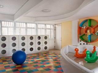 Colégio São José : Escolas  por DecorArquitetura - Luciana Corrêa e Elaine Delegredo