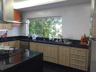 Cozinha gourmet: Cozinhas  por Verônica Oliveira