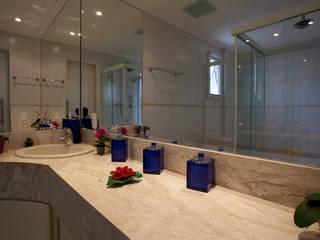 Baños de estilo moderno de Carmen Anjos Arquitetura Ltda. Moderno