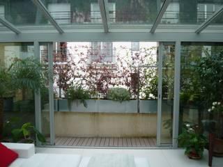 Балкон и терраса в стиле модерн от Scènes d'extérieur Модерн