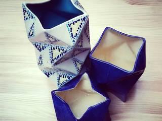 Floreros Origami:  de estilo  por ManoLatina