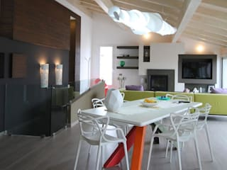 Modern dining room by Studio Ferlenda Modern