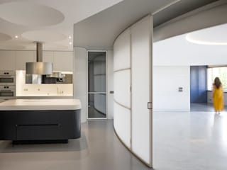 Redondeado: Cocinas de estilo moderno de ImagenSubliminal