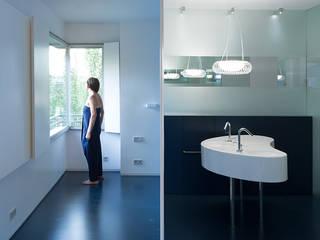 ImagenSubliminal Baños de estilo moderno