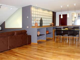 Ático Yue: Salones de estilo  de LC arquitectura