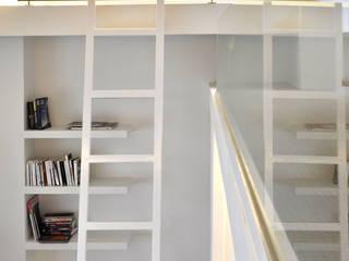 Appartement Paris XVIe: Salon de style de style Moderne par Agence Benjamin Robert Design