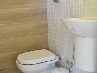 Minimalist style bathroom by C|M Arquitetura e Design Minimalist