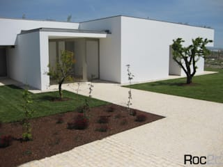 Modern houses by Roc2c Modern