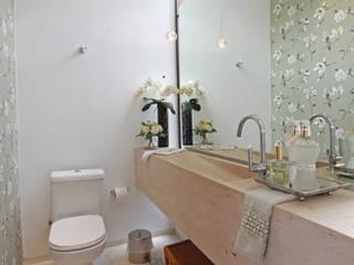 Lavabo: Banheiros  por Arabesco Arquitetura
