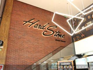 Hard Stone - Steak House Espaços de restauração industriais por Areabranca Industrial