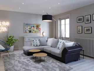 Un salon gris perle et bleu pétrole: Salon de style  par Skéa Designer